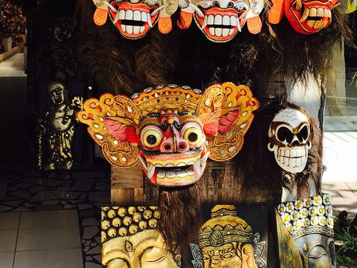Foto: Eli Zubiria. Mascaras teatrales en una tienda de Ubud, Bali, Indonesia.