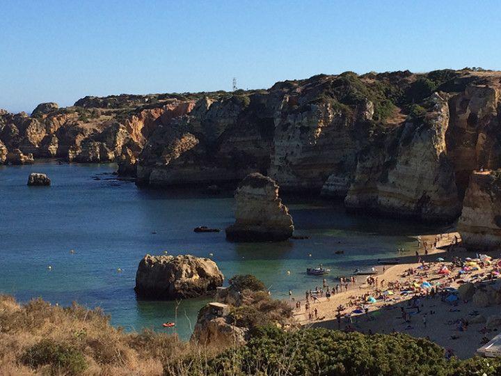 Foto: Eli Zubiria. Una de las múltiples playas de Lagos, en el Algarve, en Portugal.