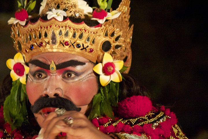 Foto: Baile de Barong y Keris en el palacio de Ubud, Bali, Indonesia.