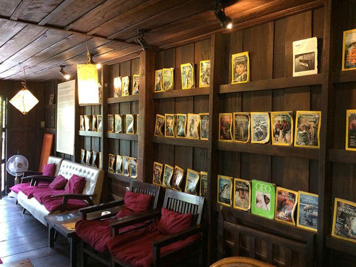 Foto. Eli Zubiria.Librería y tetería L'etranger en Luang Prabang, Laos