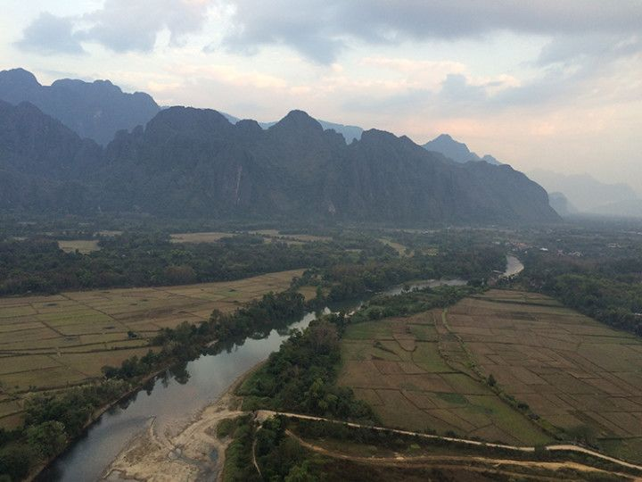 Foto: Eli Zubiria. Vistas de Van Vieng desde las alturas, en Laos.
