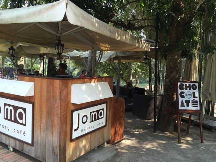 Foto: Eli Zubiria. Cafetería Joma, junto al río, en Luang Prabang, Laos