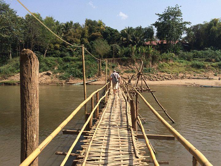 Foto: Eli Zubiria. Puente de bambú en Luang Prabang