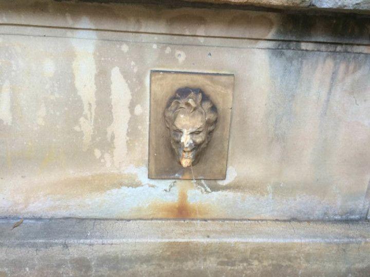 Esta fuente con cara de diablo se encuentra en la Universidad de Sydney, en Australia.