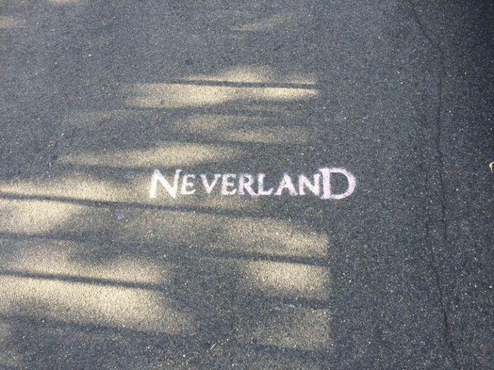 Imagen de Neverland en la cazada junto al parque Victoria.