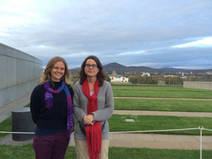 Foto: Eli Zubiria. Con Jess en el tejado del parlamento australiano, en Canberra.