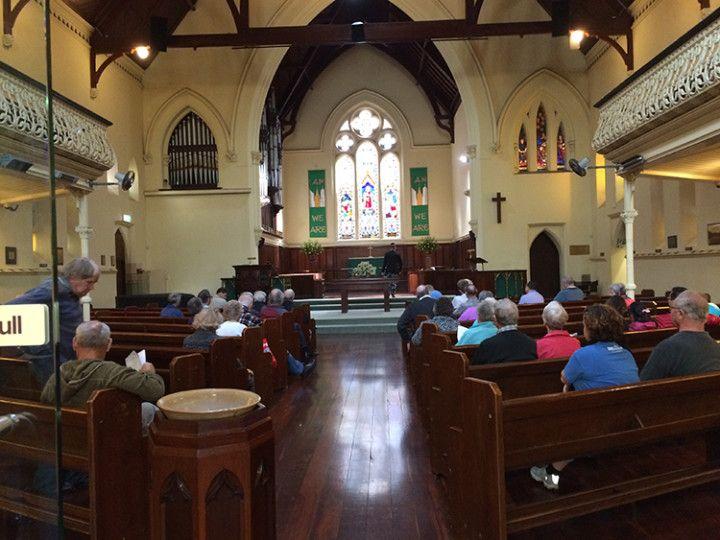 Foto: Eli Zubiria. Misa en una iglesia de Perth, en Australia.