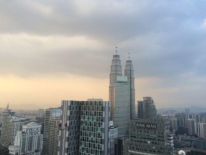 Foto: Eli Zubiria. Vistas de las torres Petronas desde el bar helo_lounge, en Kuala Lumpur, Malasia