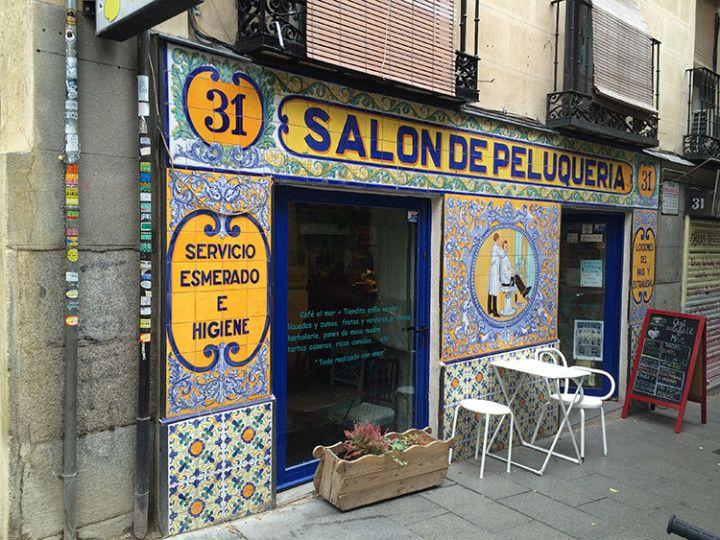 Foto: Eli Zubiria. Entrada de la Cafetería El Mar, en Lavapiés, Madrid.