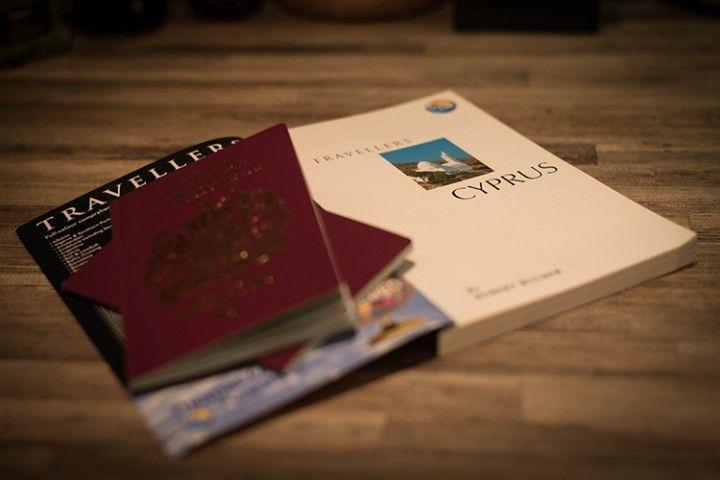 Uno de los consejos es llevar una copia del pasaporte en Internet