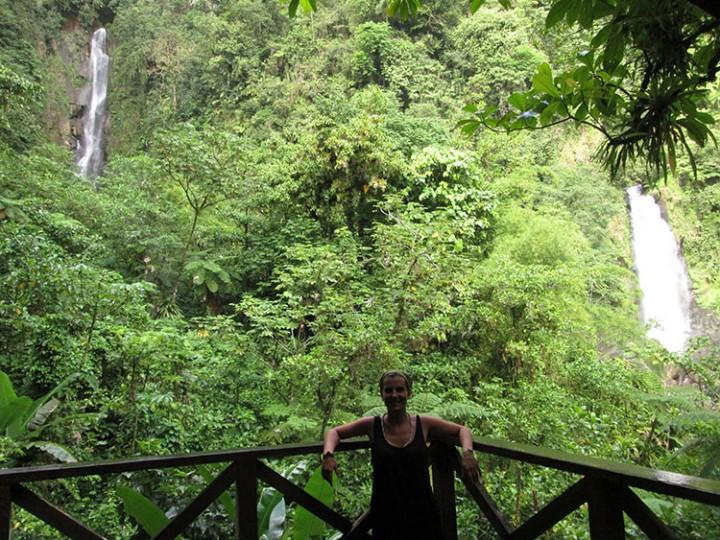 13 meses sola por Latinoamérica